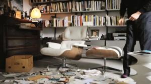 Vitra in Jena mit Vitra Eames Lounge Chair, Ottoman, Akari Leuchte und dem Hocker von Herzog & de Meuron